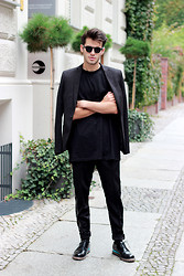 Thibaud G. - Topman Blazer, Vintage Sunglasses, Givenchy Teeshirt, Weekday Pants, Leather Shoes - CITY PANTHER