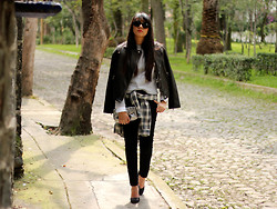 Jennifer Aranda - Marc By Jacobs Leather Jacket, Zara Jumper, Pull & Bear Tartan Boyfriend Shirt, Marc By Jacobs Metallic Clutch - Tartan hips