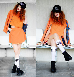 Ebba Zingmark - Romwe Revercible Jacket, Romwe Skater Skirt, Romwe Soft Cropped T Shirt, Shellys London Boots, French Rdv Cap - While waiting for the bus