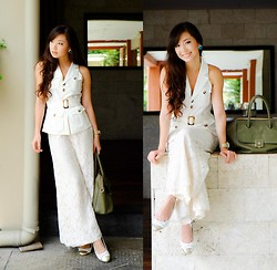 Kryz Uy - Ministry Of Retail Top, Wagw Pants - Why White