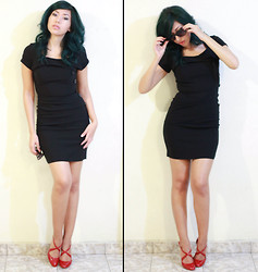 Meli P. - Folter Black Dress, Aldo Red Mary Jane Pumps, Steve Madden Shades - Black & Red