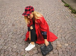Isabella Thordsen - 2hand Hat, Vintage Trench Coat - Wearing my favorite red trench coat