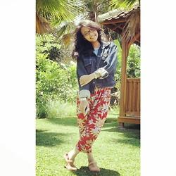 Andita Luan - Elle Paris Jeans Jacket, Floral Pants, Jelly Sandals - Gardenia!