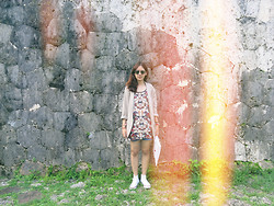 Ylp R. - Converse Shoes, Issue Dress, Uniqlo Man Blazer - Sunlight leaking.