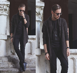 Mykola Hruts - H&M Cardi, Asos Nyc Tee -  Salem – King Night