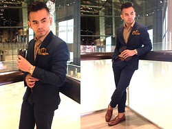 Paul Ramos - H&M Navy Suit, Zegna Dress Shirt, Reiss Pocket Square, Michael Kors Rose Gold Timepiece, Iconic Crocodile Tassel Loafers - CH Carolina Herrera Press Preview