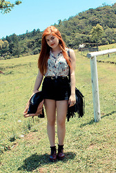 Mandy Regless - Aupie Dog Printed Shirt, Topshop High Waisted Shorts, Dr. Martens Shoes, Ebay Fringe Bad, Kafé Acessórios Cross Belt, Romwe Leather Jacket - Down on the Farm