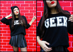 Inês Prates - 2dayslook Geek Sweater, Armani Exchange Skater Skirt - CAUSE I'M A GEEK