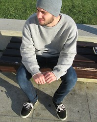 Antonio Carvalho - Levi's® Sweater, Levi's® Jeans, Vans - When the sun goes up