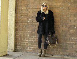Isabella Thordsen - Ray Ban Rayban, Marc By Jacobs, Acne Studios - Miss blacky