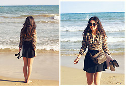 Grace J - Vintage Shirt, Pull & Bear Black Skater Skirt - Alicante beach