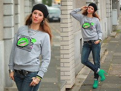 Rimanere Nella Memoria - Shirtinator Sweater, Miss Sixty Jeans, Tchibo Hat - Neon Sweater