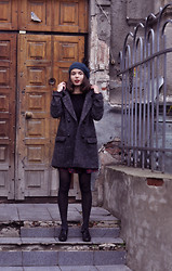Sasha Kurilo - United Colors Of Benetton Beret, Nafnaf Coat, Clarks Shoes - Oversizedcoat
