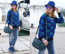 Vale ♥ - Chic Wish Sweater, Pull & Bear Boyfriend Jeans, Ruco Line Blue Sneakers, Marc By Jacobs Bag - Cobalt blue sneakers