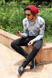 Renan Blumer - Zara Basic Black Plimsoll, Zara Floral Sweatshirt - Blue Flowers In The Purge