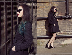 Dawn P. - Cheap Monday Cryokinesis Sunglasses, Zara Trench Coat, Céline Heels - Fade to Blue