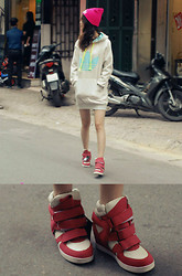 Xu Sophie - Adidas Oversize Hoodie, Beanie, Sneakers - I'm a morning person