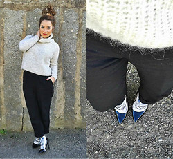 Cátia Barge - Zara Knitwear, Calzedonia Socks, H&M Pants - Blue Eyes of the Tiger