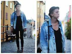 Johannes Karlsson - H&M Hat, Secondhand Jacket, Secondhand Bag, Vans Shoes - A forgotten look
