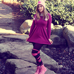 Alison Videoland - H&M Dress, Dr. Martens Bubble Gum Shoes, Gina Tricot Necklace - Oink.