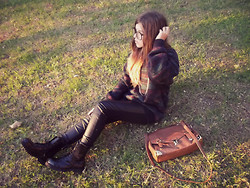 Joana R. - Primark Vintage Bag, Claires Gold Chain, 2nd Hand Vintage Jumper, Bershka Leather Pants, Nevermind Military Boots - I wanna see all the stars and everything in between