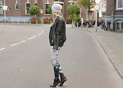 Jint B. - Whistles Leather Jacket, Maison Martin Margiela Wedges, Pieces Beanie, H&M Jeans - Extra's