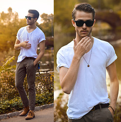 Adam Gallagher - Trousers, Tee, Belt, Similar  > Shoes, Raybans - Incipient