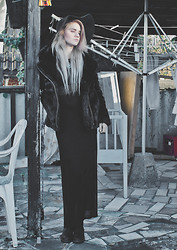 Malin Z - H&M Hat, Gina Tricot Coat, H&M Sheer Dress - Die 4 U