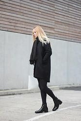 Laura Gudaite - & Other Stories Coat, Cos Bag, Zara Shoes, Vero Moda Scarf - Take back the black