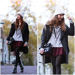 Virgit Canaz - Zlz V Sweater, River Island Beanie - Team V