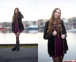 Carina KL - Vila Jacket, Chic Wish Creepers, H&M Dress - Black furry jacket