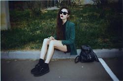 Violet Ell - Thrift Store Blazer, Thrift Store Shirt, Thrift Store Shorts, Casio Watch, Thrift Store Leather Backpack, Ray Ban Sunglasses, Underground Creepers - --.--.2013