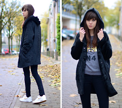 Lucy De B. - Faux Fur Hooded Coat, Nike Air Max 1, Stüssy Stussy Sweatshirt - Black Friday