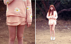 ♡ Mai Stor ♡ - Thrift Daisy Sweater, Oasap Skort, Jellies, Primark Socks, Sammydress Ring - Daisy