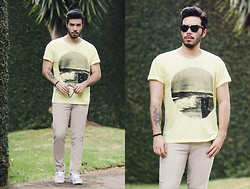 Anderson Gimenez - Cotton Project T Shirt, Tng Pants, Vans Sneakers, Ray Ban Sunglasses - Yellow wave