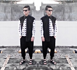 Rei Hontanar - Comme Des Garçons Crown And Bear Printed Shirt, Black Shirt, Comme Des Garçons Drop Crotch Pants, Leggings, Rusty Lopez Leather Sandals, Ray Ban Shades - And baby I'll rule...Let me live that fantasy