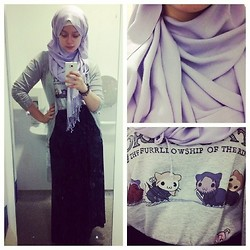 Lina Hussein - Grin Lord Of The Cats T Shirt, H&M Black Maxi Skirt - Lord of the Cats!