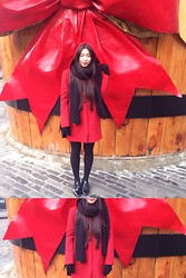 Fan Wan - Hallhuber Red Duffle Coat With Hood, Uniqlo Nlack Smartphone Gloves, Diy By Fan Wan Vlack Wool Scarf, Paul Green Smart Black Patent Leather Flats -  rrh