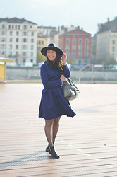 Thelittleworldoffashion Aude - Frontrowshop Dress, Balenciaga Bag, Obey Hat - Little robe