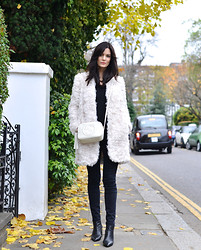 Hedvig ... - J.Crew Cashmere V Neck, Mih Bodycon Jeans, Stella Mccartney Faux Fur, Zara Boots, Gucci Bag - Black Cyber