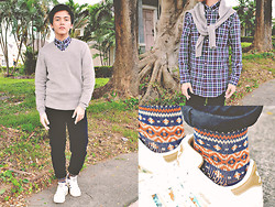 Mark Ontoy / BKMRK - Uniqlo V Neck Sweater, Uniqlo Button Down, Uniqlo Black Slim Fit Pants, Uniqlo Printed Socks - Lifewear