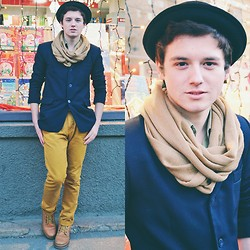 Sorin Marculescu - Pull & Bear Basic Chinos Style Trousers, Mustard Boots, Terranova Mustard Scarf, Terranova Black Hat - Underneats the Tree