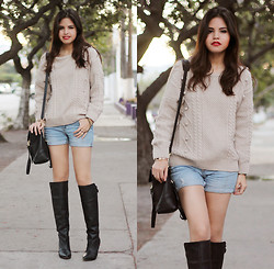 Adriana Gastélum - Sheinside Oversized Jumper, 3.1 Phillip Lim Pashli Medium, Andrea Over The Knee Boots - Lazy & cozy