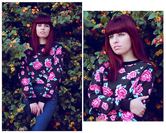 Ester R. - Chicnova Sweater - Made of flowers
