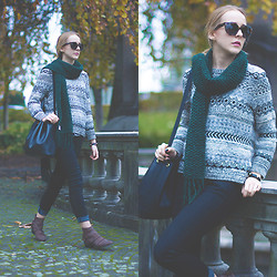 TIPHAINE MARIE - Ganni Scarf, Prada Sunnies, H&M Sweater, Levi's® Jeans, Fury Boots - Dark green + GIVEAWAY!