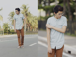 Mon Cruz - Tencel Denim Shirt, Egoist Brown Pants, Regatta Grey Boat Shoes - Lost in Beverly Drive