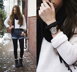 Zuza O. - New Look Sweater, Levi's® Shorts - First snow