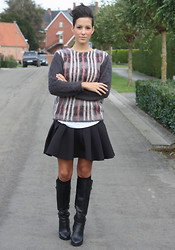 Cindy, Fashion blogger on www.glamour-blog.com - H&M Sweater, H&M Skirt, Zara Boots - Back in Belgium.