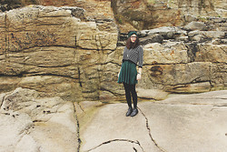 Marion Bureau - Forever 21 Court Pullover, Primark Patineuse, Topshop Boots - LA MER
