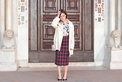 Effe Coco - Berskha Top Crop, Zara Skirt, Guja Shoes, Vintage Coat, Stradivarius Bag - Tartan + Mikey mouse